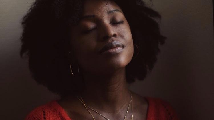 Mahuna Poesie, photo par gael rapon, interview Clubhouse par Lola Manceau