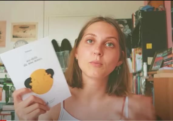 vlog de la booktubeuse quariterdulivre concernant le recueil de poésie de Mahuna Poésie